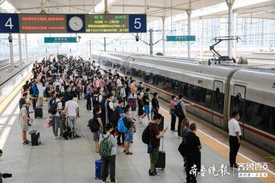明起暑运,济南西站满开列车402列史上最高,火车站间车次增加