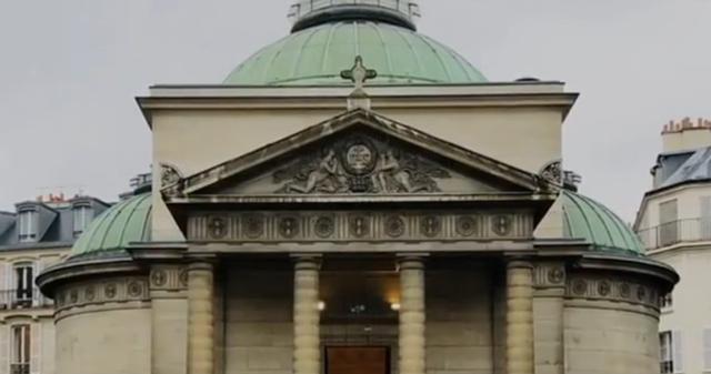 法国一教堂裂缝藏遗骸