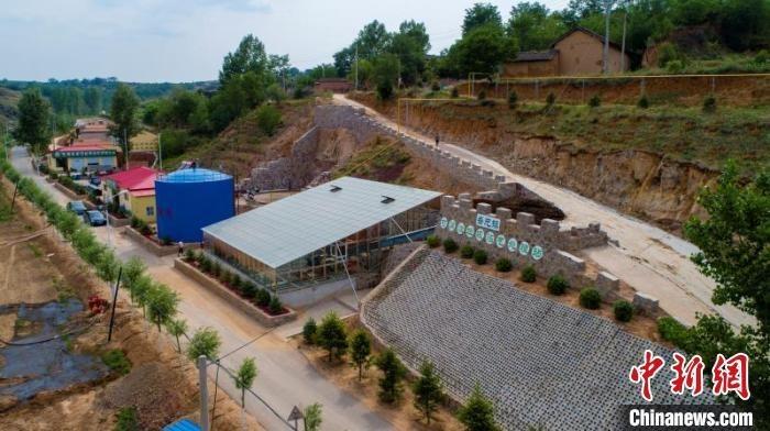西岭村是屯留区西北部的一个小山村。2018年,该村投资新建了再生资源回收站、沼气站。 李红卫 摄