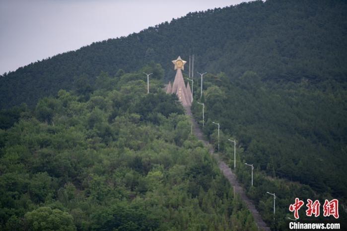 6月28日,山西省长治市平顺县西沟村,曾经的荒山荒坡如今已是郁郁葱葱,满眼绿色。 中新社记者 韦亮 摄