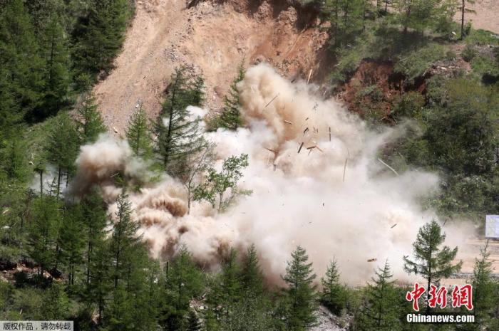 资料图:当地时间2018年5月24日,朝鲜完成东北部咸镜北道吉州郡的丰溪里核试验场拆除工作。