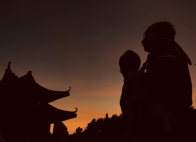 """入夜广州再现""""余霞散成绮澄江静如练"""""""
