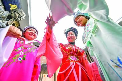 小戏迷学戏曲 感受中华传统文化的魅力