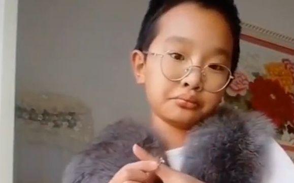 钟美美下架模仿老师视频,教育局:引导孩