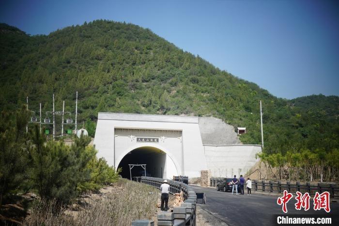 山西省首条消防兼旅游于一身的市政隧道——天龙山隧道即将建成通车。 晋源区新闻中心供图