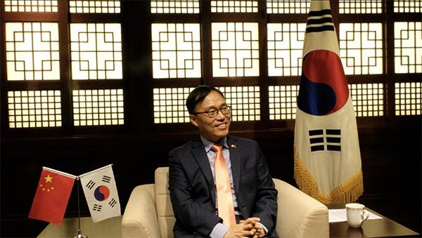 韩国驻沪总领事:世界经济将发生改变 中韩应合作应对挑战图片