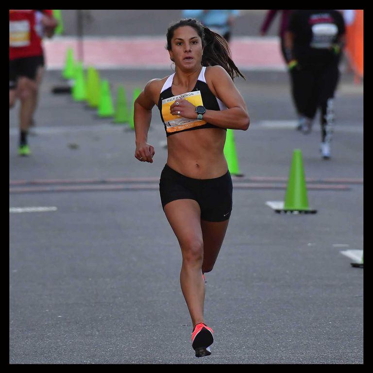 内尔·罗哈斯是2020年东京奥运会美国马拉松选拔赛的第九名。