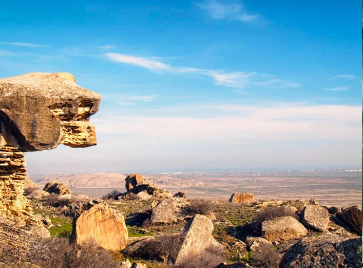 游|岩石版画神秘湖泊打卡阿摩天注册塞拜,摩天注册图片
