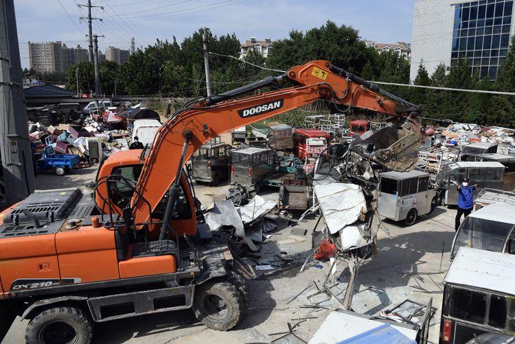 177辆违法电动三轮车和黑摩的被销毁|组图图片