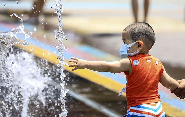 北京持续晴晒 明后两天最高气温均在35℃以上 |组图图片