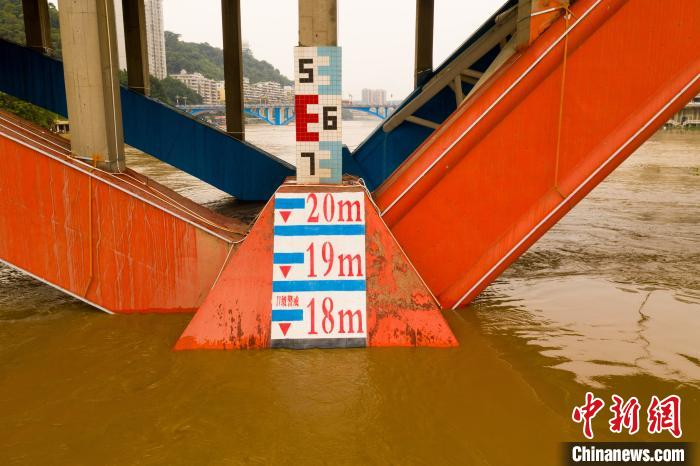 洪水将到警戒线。何汉文 摄
