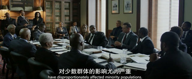 美剧《纸牌屋》中,共和党候选人康威在争取黑人党团的支持,图片来源:视频截图