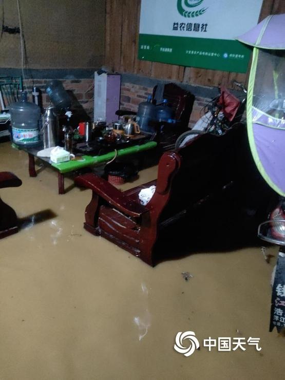 江西新余:强降雨致内涝严重山体滑坡