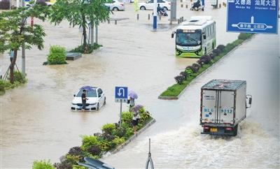 南方持续强降雨 广东18天发千次预警图片