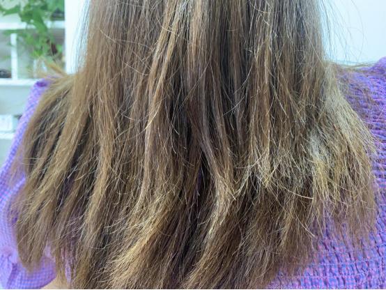 频繁染发可增加脱发风险,建议每年染发最多2次