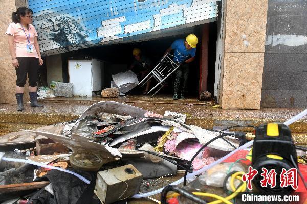 福建上调暴雨预警 教育部门示警确保师生生命安全