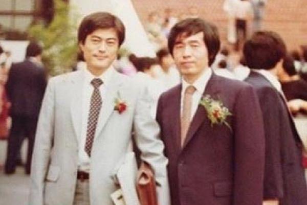 朴元淳(右)和文在寅(左)曾是司法研修院同学