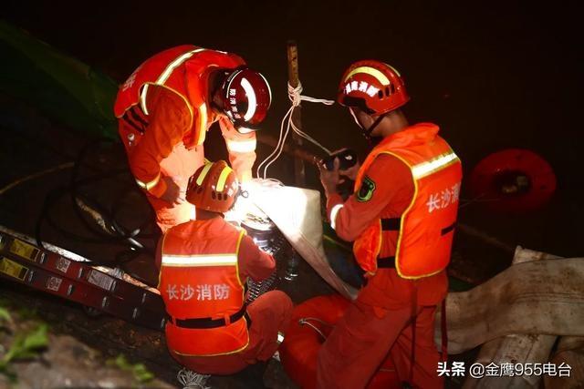 长沙市消防救援支队驻湘西泸溪县前置点分队成功处置建筑工地内涝事故