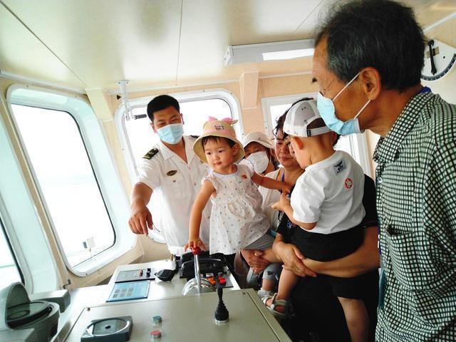 中国航海日 丹东海事局开放趸船和海巡船