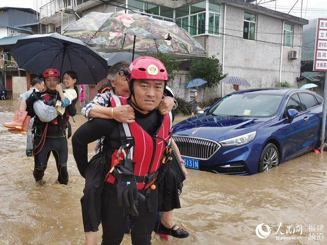 南平遭暴雨袭击 福建省消防救援总队营救被困人员461人