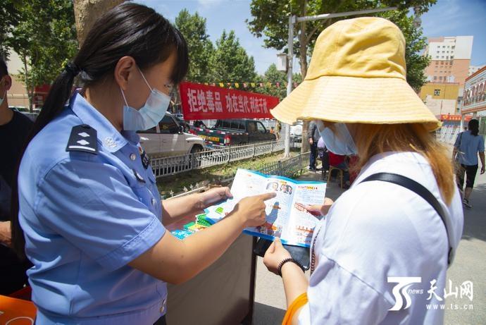 洛浦:开展禁毒日宣传活动