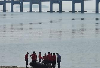 星海湾大桥附近,一名女子坠海失踪
