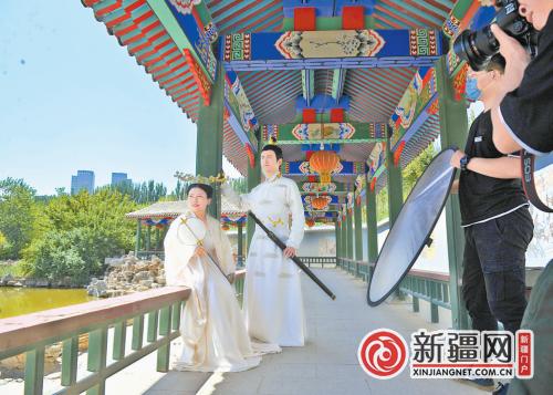 和田玉历史文化艺术馆、每月一主题画展、买门票送古装照 红光山景区多项活动吸引游客