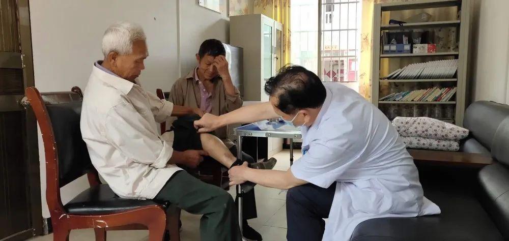 医疗服务送到小山村,好事做实受欢迎!