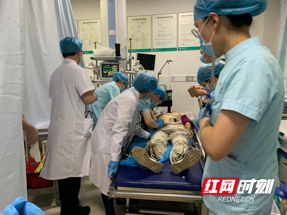 长沙市第一医院:家属陪检突发心脏骤停,多科联手成功抢救