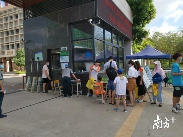惠州秋季小学一年级报名:多所学校网上派号,仍有家长凌晨排队