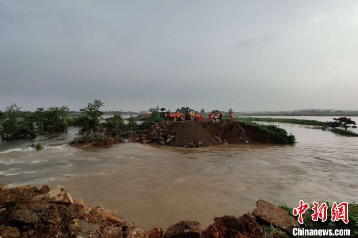 洪涝致江西473.2万人受灾 中国最大淡水湖将发生流域性大洪水