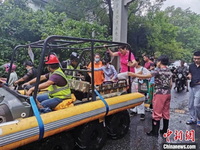 钱塘江中上游洪峰入境杭州 西湖