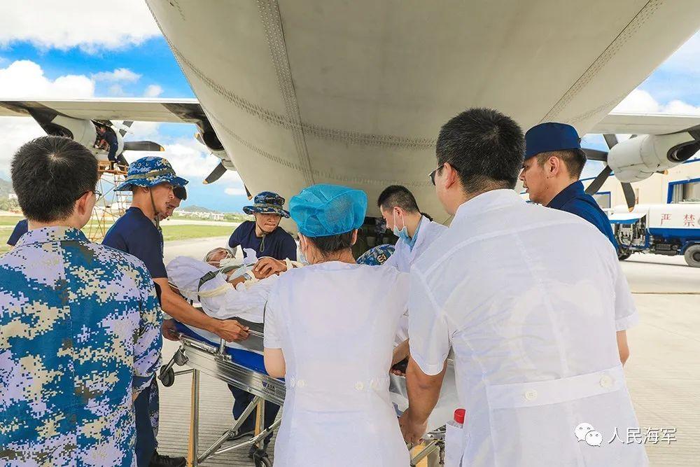 杏悦急海军航空兵战机从杏悦南沙转运伤员图片