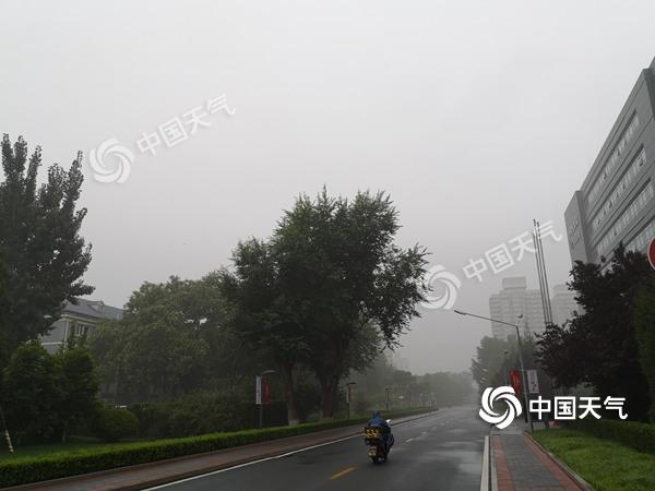 """出门带伞!北京今日雷雨""""打卡"""" 雷电黄色预警生效中图片"""