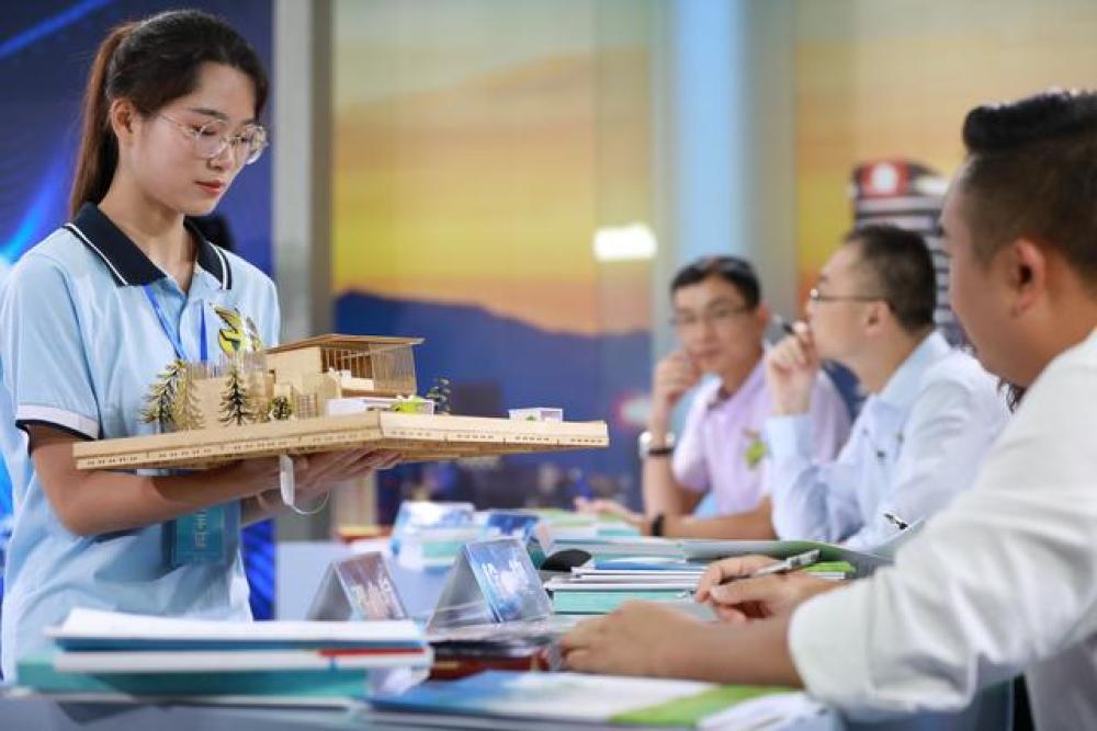 第六届大学生创业公开课总决赛开赛 江西中医药大学项目夺冠