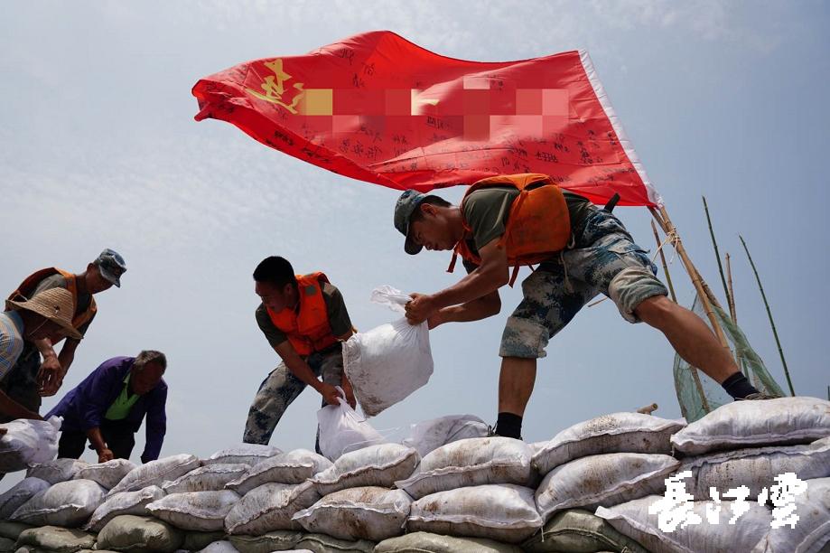 我们又来了!时隔22年,空降兵部队再度奔赴湖北洪湖抗洪抢险