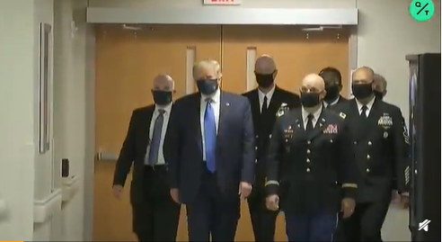 特朗普首次在公开场合戴口罩被白宫记者讽刺:摆拍