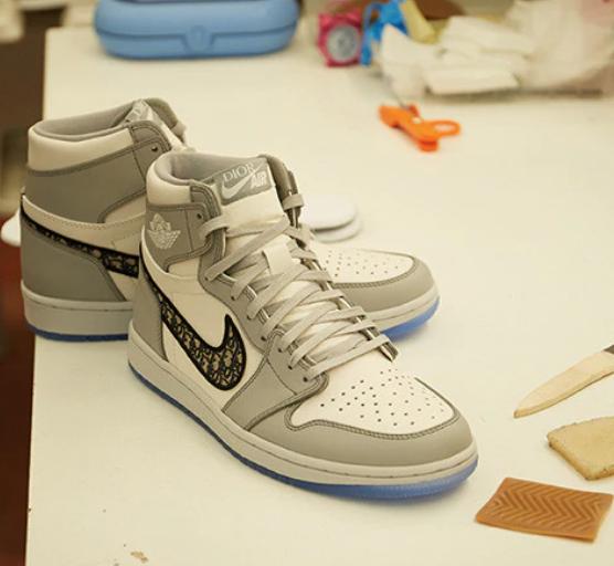 耐克迪奥联名运动鞋被炒到13万元