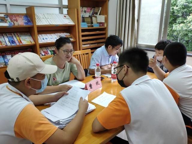 越城区开展疫情后期青少年心理科普进社区工作