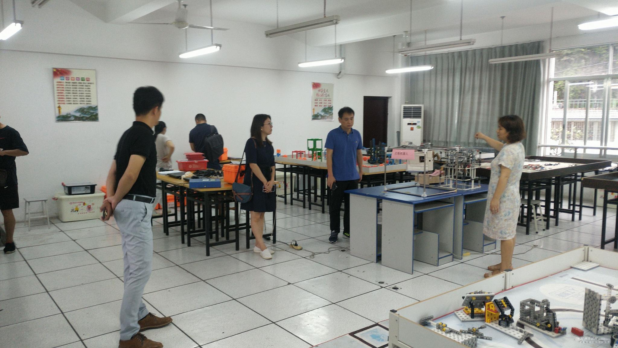 桂林市电教站领导督导检查桂林市第十四中学创客工作室