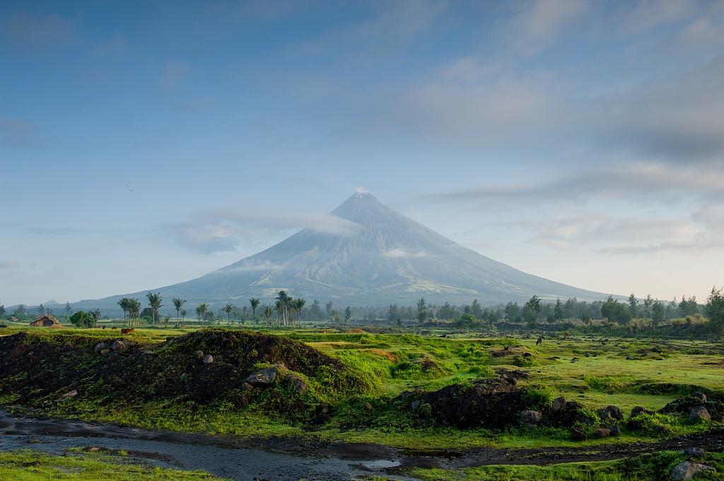 「杏悦」有全世界最小活火山山中有湖湖中套杏悦山图片