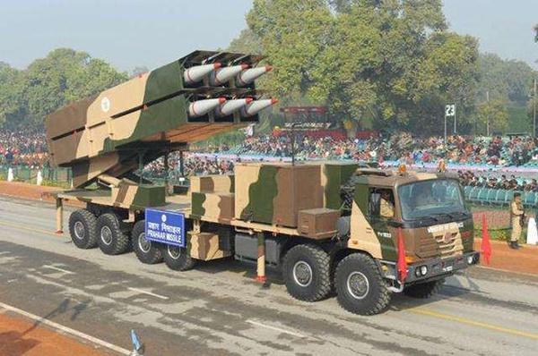 """阅兵式上展示的""""普拉哈尔""""近程战术弹道导弹"""