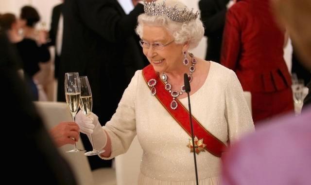 白金汉宫开卖英国女王喝的杜松子酒,据说女王还用它洗钻石