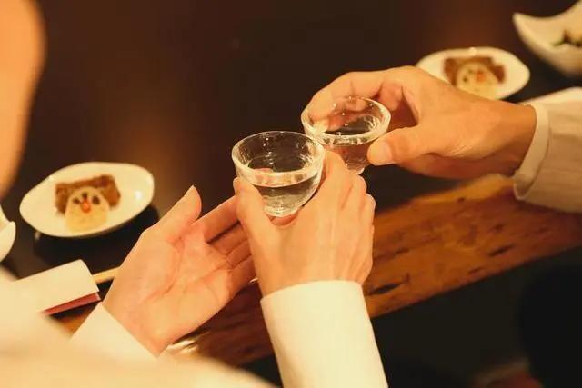 """亲戚送来的酒""""有毒""""?杭州男子刚喝了一杯就瞳孔放大、精神恍惚"""