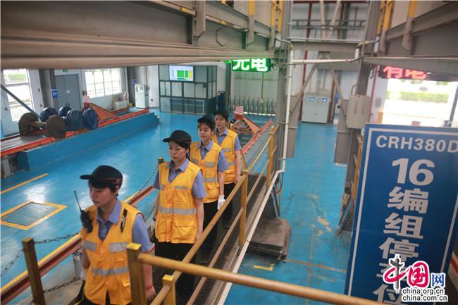 中国发布丨探访电务女子检测组: