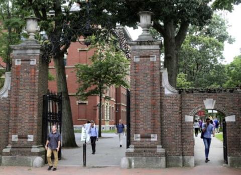 超200所美国高校发声反对 美留学生新规面临法律挑战