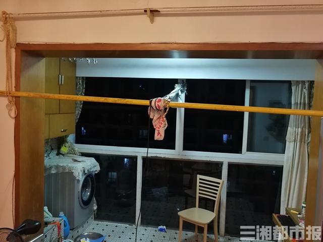 18楼200斤重窗户脱落,16岁少年坚持一小时紧紧拉住