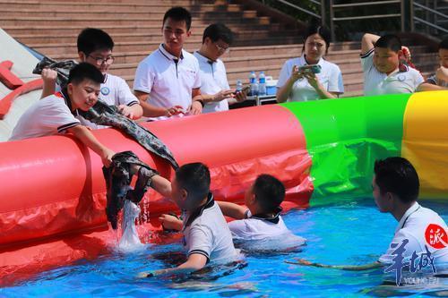 东莞:学生娃体验式防溺水