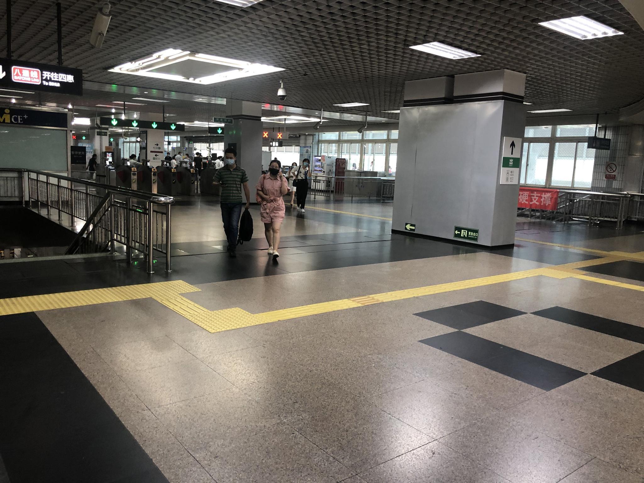 【杏悦】者探访北京地铁拆导流围栏进杏悦站不图片
