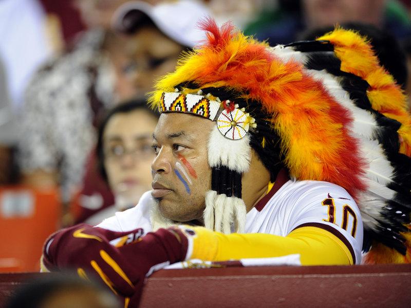 """队名被美洲土著群体指责为""""种族歧视"""" 美橄榄球联盟华盛顿红皮队将更名"""